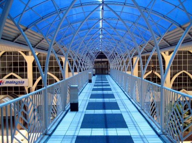 image 03-overhead-bridge-from-pp-hotel-to-persada-jpg