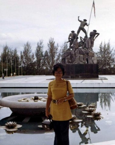 image 037-1972-jan-national-monument-bronze-kuala-lumpur-malaysia-jpg