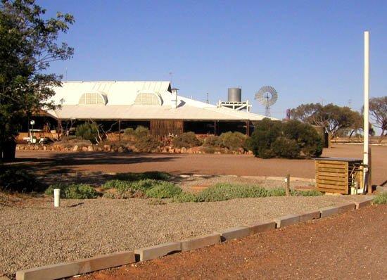 image 089-south-australia-glendambo-motel-jpg