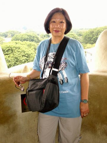 image 100-oz-in-mouth-of-merlion-jpg